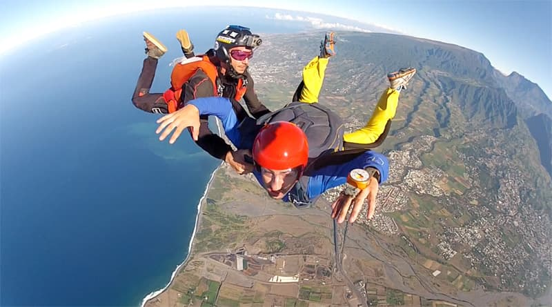 Parachute jumping in Reunion island