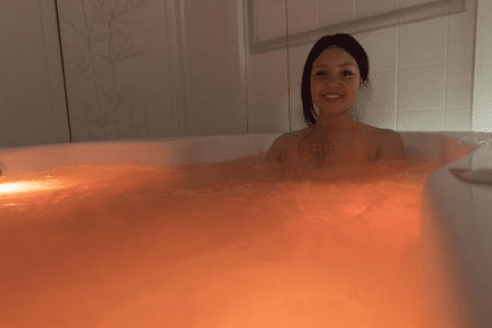 Hydromassage bath with chromotherapy