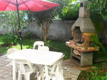Coin barbecue dans le jardin