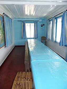 Couloir menant aux dortoirs dans la case créole
