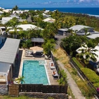villa miranda meubl e de tourisme avec piscine st gilles les bains. Black Bedroom Furniture Sets. Home Design Ideas