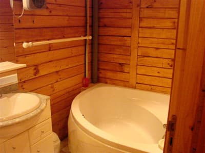 chalet : bathroom