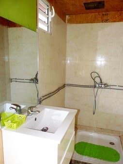 Gite's shower