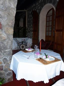 Le dîner peut être servi en terrasse