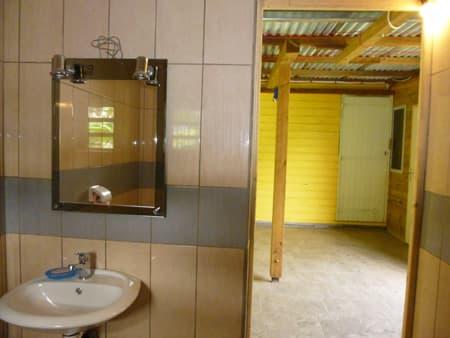 Une salle d'eau