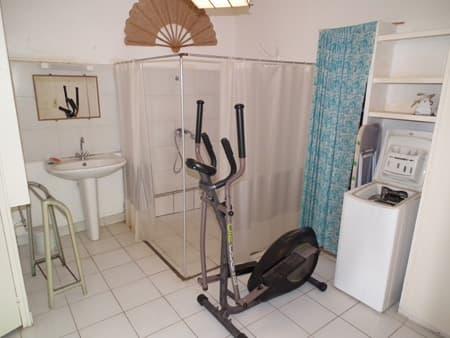The bungalow's bathroom