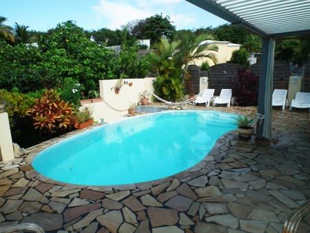 Espace piscine bains de soleil