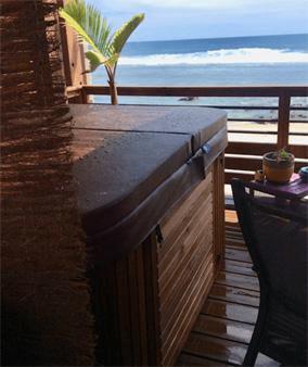 Le jacuzzi sur la terrasse panoramique