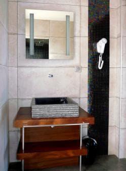 The bathroom in villa Authentique