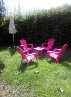 Salon de jardin avec vue sur la Roche Ecrite