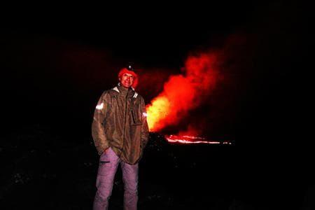 Gilles devant l'éruption du Piton de la Fournaise