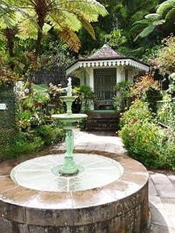 Le guetali et la fontaine des Trois Grâces